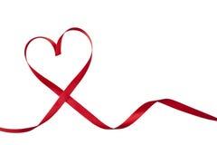 rött band i hjärtaform Royaltyfri Bild