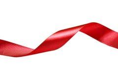 rött band Isolerat på vitbakgrunden Arkivbild
