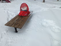 Rött behandla som ett barn snowboarden Royaltyfri Bild
