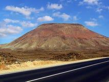 Rött berg i fuerteventura Arkivfoton