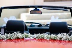 rött bröllop för bil Arkivbilder