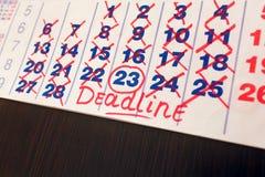 RÖTT CIRKLA Fläck på kalendern Arkivfoton
