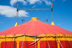 Rött cirkustält arkivfoto