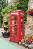 Rött engelskt telefonbås Arkivbild