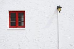 Rött fönster för tappning Fotografering för Bildbyråer