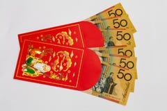 Rött fack med australiska pengar inom royaltyfri foto