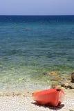Rött fartyg havet Arkivfoto