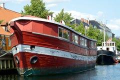Rött gammalt fartyg Royaltyfria Bilder