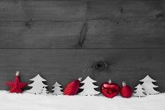 Rött Gray Christmas Decoration, snö, kopieringsutrymme, boll, träd arkivbild