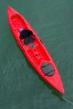 rött hav för kajak fotografering för bildbyråer