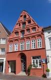 Rött hus i den historiska mitten av Luneburg Royaltyfria Foton