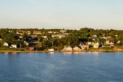 Rött hus på Nova Scotia Coast Fotografering för Bildbyråer