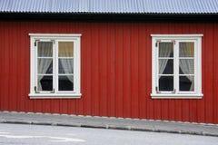 Rött isländskt hus arkivbild