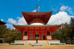 Rött japanskt tempel i Koya san Japan Royaltyfria Foton