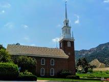 Rött kapell på Forest Lawn Cemetery i Hollywood Hills royaltyfria foton