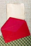 Rött kuvert Arkivfoto