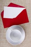 Rött kuvert Royaltyfria Foton