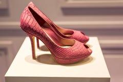 Rött läder skor Royaltyfria Bilder