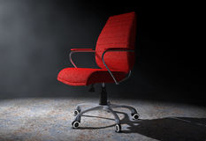 Rött läderframstickande Office Chair i det volymetriska ljuset 3d framför Royaltyfri Foto