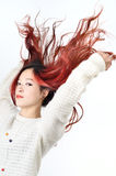 Rött långt hår för asiatiska kvinnor i modernt mode Arkivbild