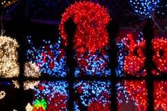 Rött ljusboll bak järnräcke Royaltyfri Fotografi