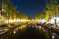 Rött ljusområde på natten Amsterdam stad, Nederländerna Arkivfoto