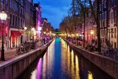 Rött ljusområde vid natt i Amsterdam Arkivfoton