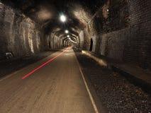Rött ljusstrimma i tunnel på den Monsal slingan Arkivfoton