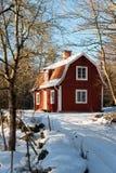 Rött målat svenskt trähus Royaltyfri Foto