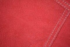 Rött mockaskinnläderomslag, närbild för bakgrund arkivbilder