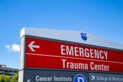 Rött nöd- tecken för traumamitt Royaltyfri Fotografi