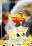 Rött och gult coctailtorn (cocktailpartyet) Royaltyfri Fotografi