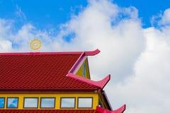 Rött och gult tak Arkivfoton