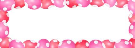 Rött och rosa färger färgade easter ägg med prickar i en ram, titelrad med Royaltyfri Bild
