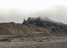 Rött och svart vulkaniskt landskap i Kverkfjoll, Skotska högländerna av Island, Europa royaltyfria bilder