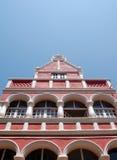 Rött och vitt hus i Willemstad Curacao Arkivfoton