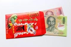 Rött packa in och den lyckliga pengarUS dollar Arkivbild