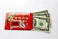 Rött packa in och den lyckliga pengarUS dollar Arkivfoton