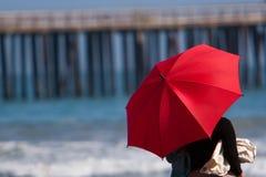 rött paraply Fotografering för Bildbyråer