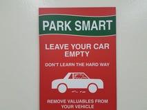 Rött parkera smarta tjänstledigheter ditt tomma tecken för bilen Royaltyfri Fotografi