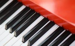 Rött piano Royaltyfri Fotografi
