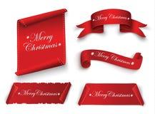 Rött realistiskt detaljerat krökt pappers- baner för glad jul som isoleras på vit bakgrund också vektor för coreldrawillustration Royaltyfri Fotografi