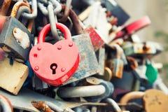 Rött romanskt lås för förälskelse Fotografering för Bildbyråer