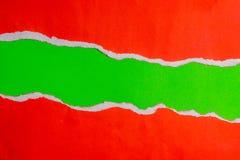 Rött sönderrivet papper med kanter på dokument med olika förslag- och textkopieringsutrymme Använda den idédesignbakgrund eller t Royaltyfria Bilder
