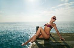 rött sexigt slitage för bikiniflicka Fotografering för Bildbyråer