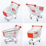 Rött shoppa vagnar Arkivfoto