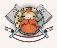 Rött skäggigt barbar- huvud med yxor Arkivfoto