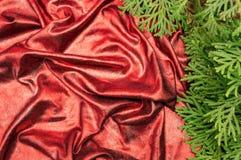 Rött skinande tyg draperar texturjulen för det nya året royaltyfri foto