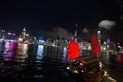 Rött skräp i Hong Kong Strait Arkivbilder