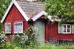 Rött sommarhus Arkivbild